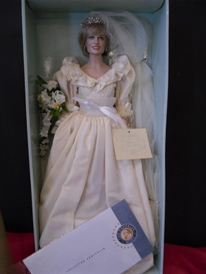 FRANKLIN MINT WEDDING DOLL HARD TO FIND Princess Diana Book Boutique